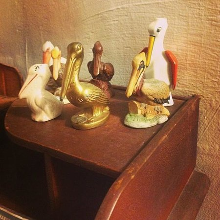 Bayou Cabins: Cabin 1 cool pelican figurines.