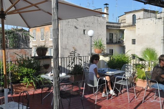 Hotel Ivanhoe : Le petit-déjeuner terrasse