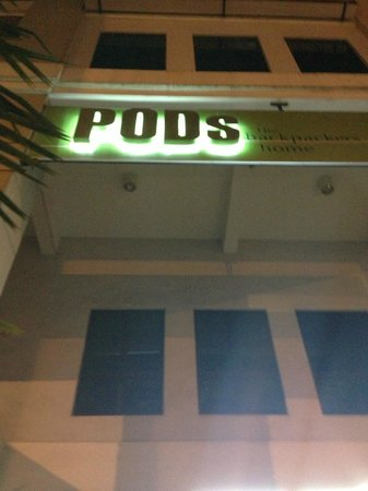 PODs The Backpackers Home & Cafe: PODs