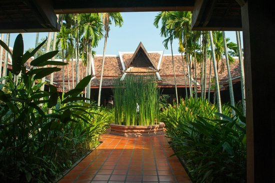 Angkor Village Resort: courtyard