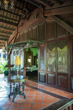 Angkor Village Resort: entrance to top chef restaurant