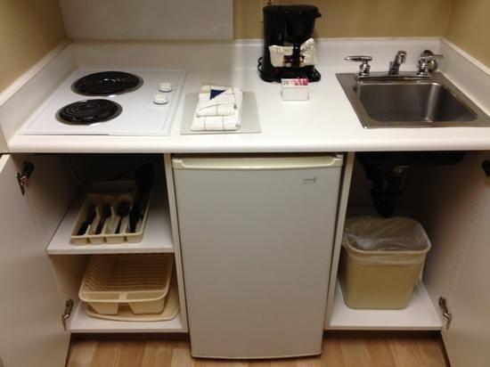 Crossland Economy Studios - Salem - North : kitchenette lower cupboards