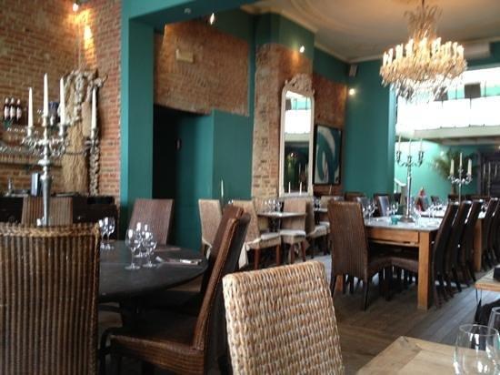 Vert de Gris : salle du restaurant