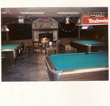 BUFFALO Joe's Tube Center: Pool tables in the game room