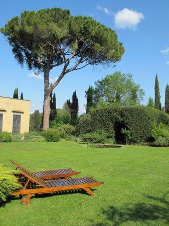 Villa Malavolta: le jardin a un air PRIMAVERA