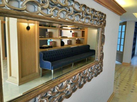 Hotel Plaza Revolución: Espejo lobby