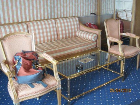 โรงแรมคอนติเนนทัล โลซาน: Room furniture