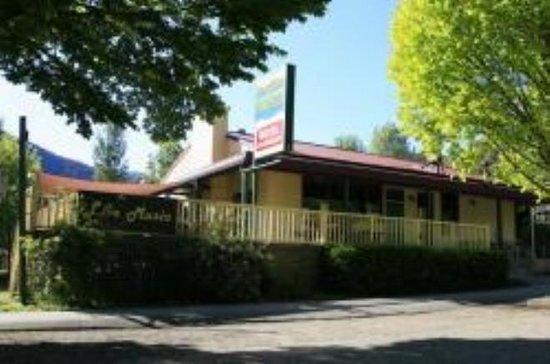 Harrietville Snowline Hotel