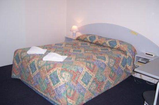Balonne river motor inn hotel reviews prices photos for St georges motor inn