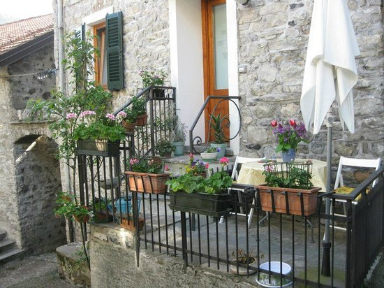 Holidays in Gittana : Another view of the outside of Ca pIna, perfect for 2 people!