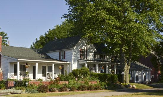 Patchwork Quilt Inn: The Inn