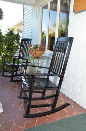 Patchwork Quilt Inn: Front Porch
