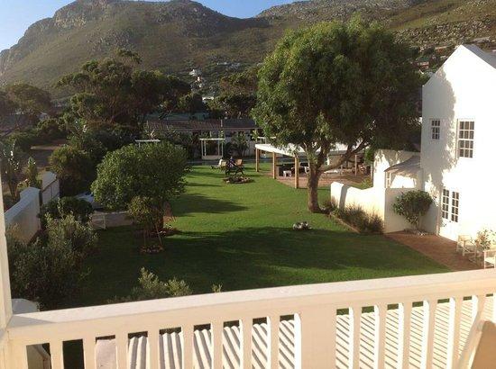 Zensa Lodge: view on the garden
