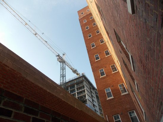 The Eldon Luxury Suites: Marriott Hotel Construction across from Eldon Luxury Suites