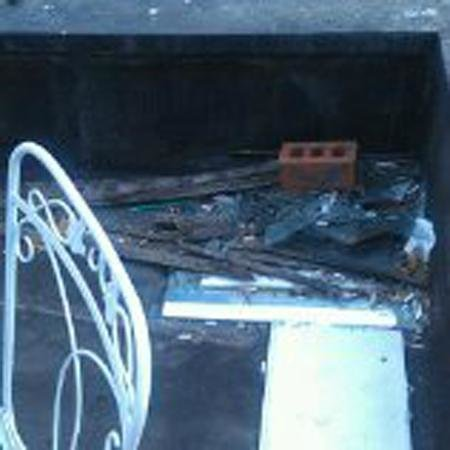 Woogo - Central Park: Apartment advertised with 'terrace'.  Terrace had stacks of garbage,  metal uncovered seats.