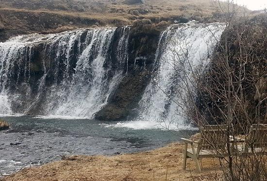 Mosfellsbaer, Islandia: Álafoss - the waterfall in Varmá