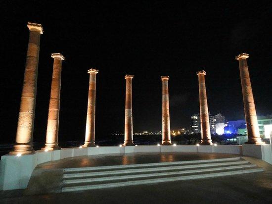 Krystal Cancun: Colunas