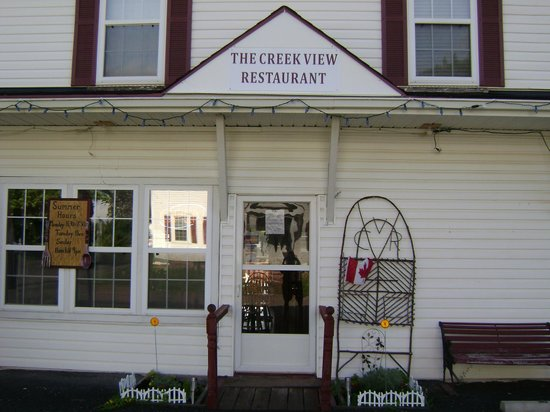 Creek View Restaurant: Front enterance, Village of Gagetownon coner pf Mill Road And Tilley