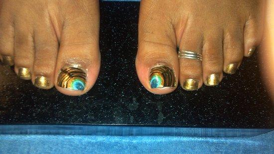 Sweet Water Spa: nail art by April