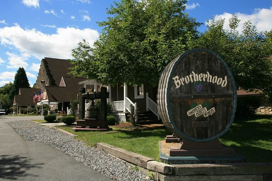 Washingtonville, NY: A view of our Brotherhood Village entrance. A great place for your photo ops!