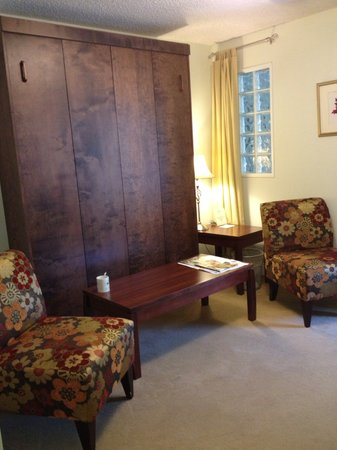 The Acorn Inn of Elon: Murphy Bed (hidden wall bed)