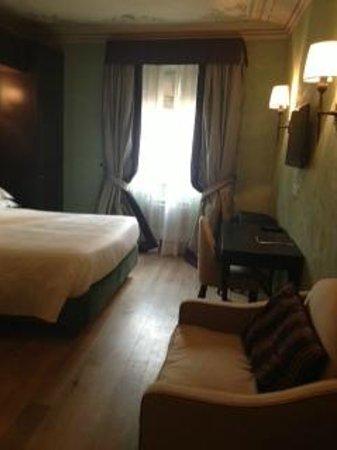 San Firenze Suites & Spa : Huge room