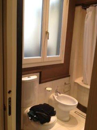 San Firenze Suites & Spa : Bathroom