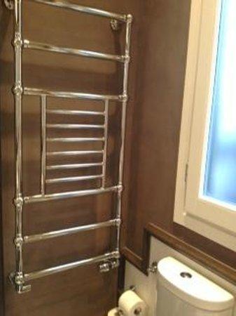 San Firenze Suites & Spa : Towel warmer