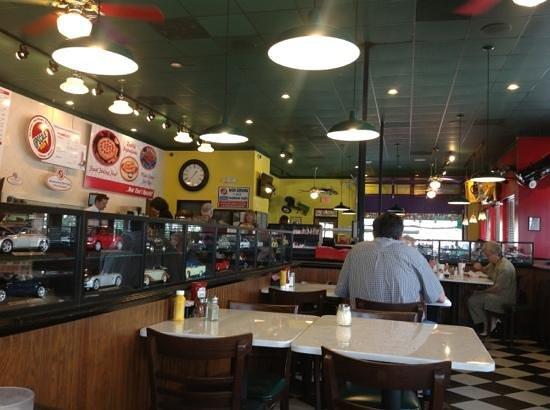 Truett's Pizza Cafe : cool looking dining room