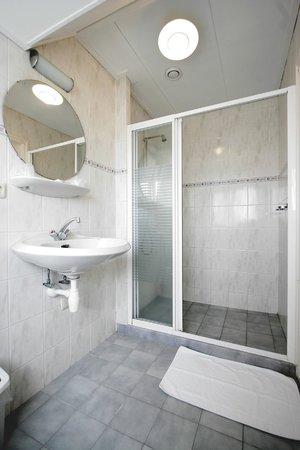 Hotel Oepkes: badkamer douche