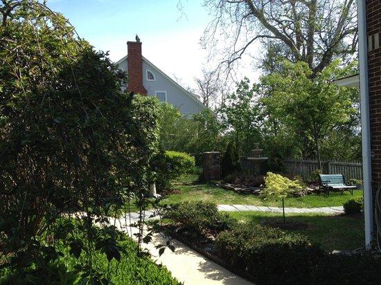 Tree Streets Inn: External Gardens and Yard