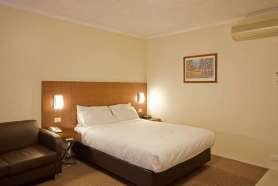 Crest motor inn hotel reviews prices with photos for Royal pacific motor inn reviews