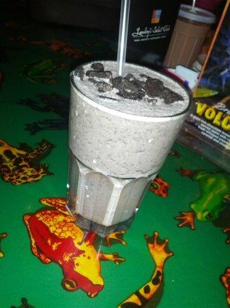 Rainforest Cafe: oreo shake