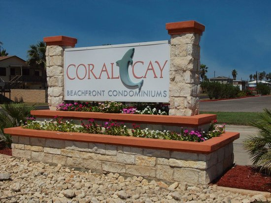 Coral Cay Beachfront Condominiums: Main entrance to Coral Cay