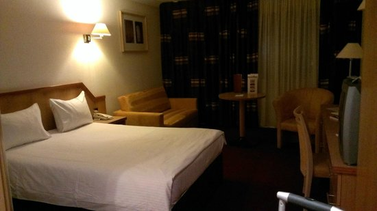 Clayton Hotel Manchester Airport: Room