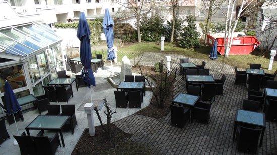 Leonardo Hotel Muenchen City West: Restaurante-café do hotel. Muto gostoso a noite.