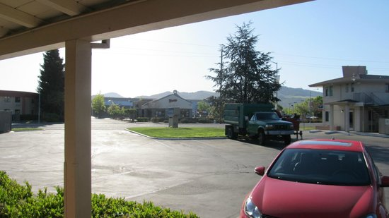Travelodge Santa Rosa Wine Country : view from front of room across street (santa rosa ave) to costco center