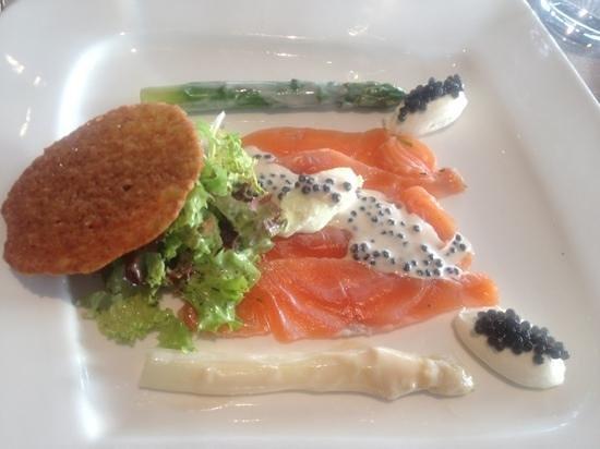 Hostellerie de Hamert: rauwe zalm asperge wasabi yuzu
