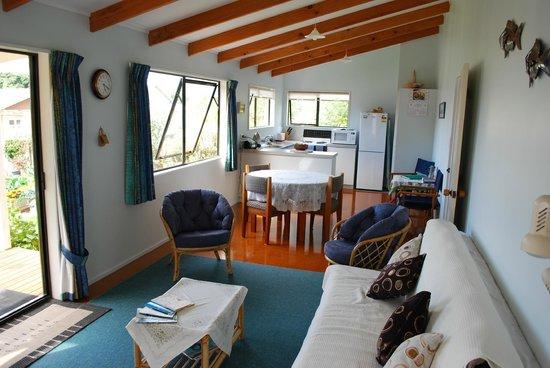 McKenzies: Cottage living area