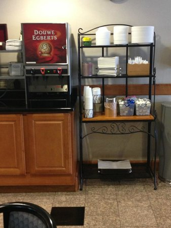 Wingate by Wyndham York: 24 Hour Coffee and Tea available