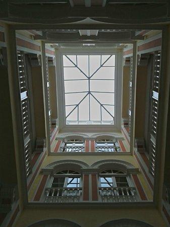 Hotel Inglaterra: Patio interior del hotel