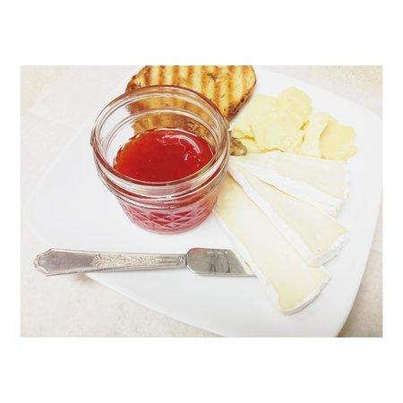 Open Door Wine Bar : Cheese plate for the happy hour