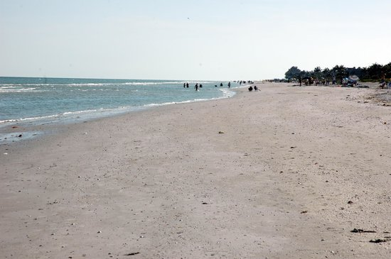 Sanibel Moorings Resort: Beach at Sanibel Moorings