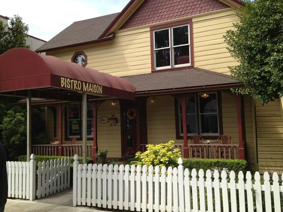 """Bistro Maison: """"The most charming corner in Oregon wine country"""""""