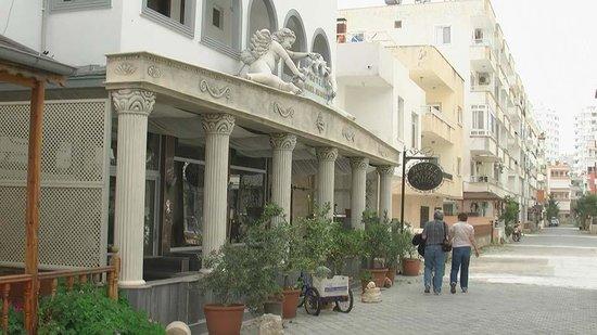 Hotel Angel Saadet: Front of Hotel
