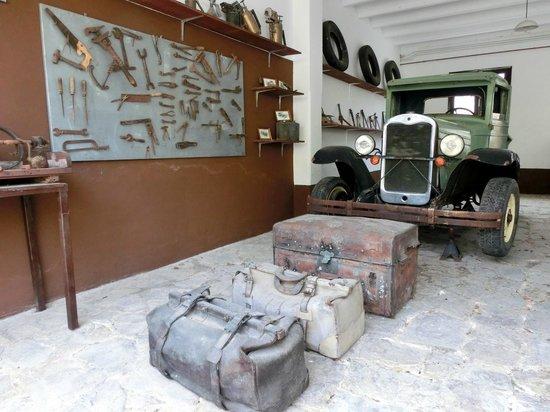 Parc de Canet: Museo - altes Gerät am Hotelareal