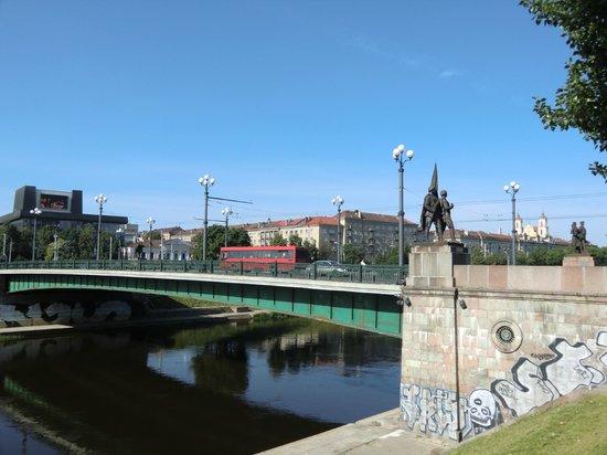 Zaliasis Tiltas: Зелёный мост - одна из главных достопримечательностей Вильнюса.