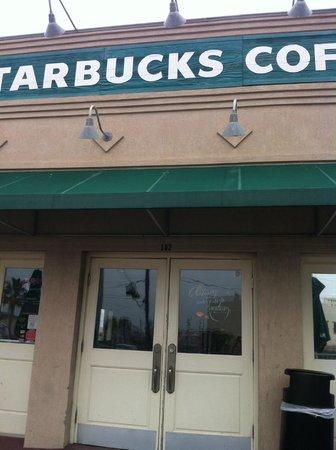 Starbucks: Entrance view