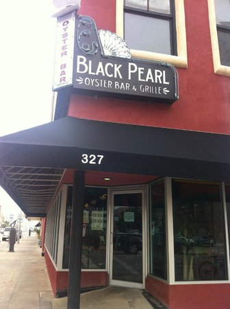 Black Pearl Oyster Bar and Grille: Street view