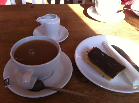 Box Brownie Coffee : Tea and Millionaire's shortbread
